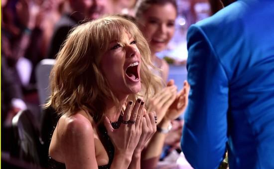 Taylor Swift phấn khích vì thắng lớn tại iHeartRadio Music Awards