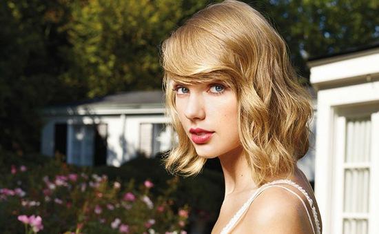 Taylor Swift tặng 50.000 USD cho vũ công của mình