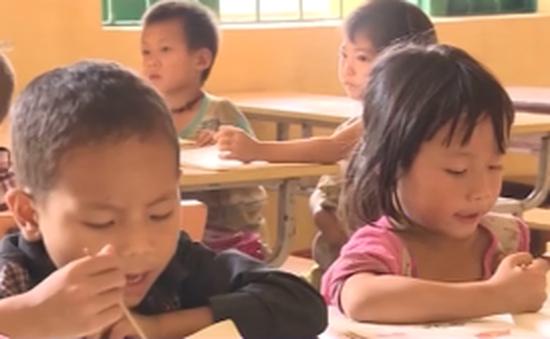 Học sinh Lào Cai chia ca học vì thiếu trường, lớp