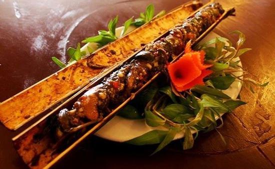 Thịt lợn đen nướng ống tre - Đặc sản tỉnh Lai Châu