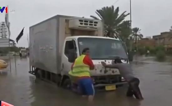 Thủ đô Baghdad, Iraq chìm trong biển nước sau bão