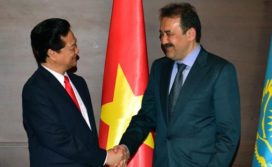 Thủ tướng Nguyễn Tấn Dũng hội kiến Thủ tướng Kazakhastan