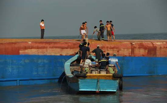 Tìm thấy thi thể nghi là nạn nhân tàu Hoàng Phúc 18