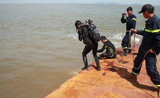 Tiếp tục tìm kiếm 4 nạn nhân mất tích vụ tàu Hoàng Phúc 18