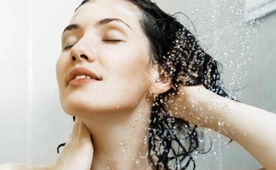 [INFOGRAPHIC] Những thói quen cần tránh với mái tóc mùa Hè