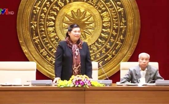 Phó Chủ tịch Quốc hội Tòng Thị Phóng tiếp cựu đại biểu Quốc hội tỉnh Vĩnh Phúc