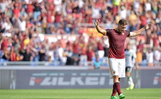 Francesco Totti cán mốc 300 bàn cho Roma
