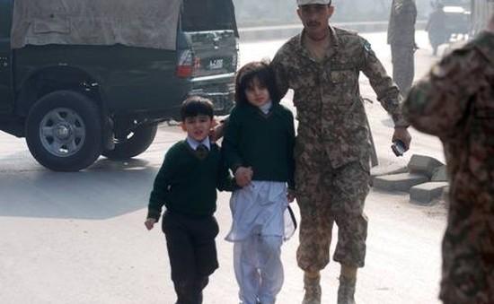 Học sinh Pakistan trở lại trường học sau vụ thảm sát