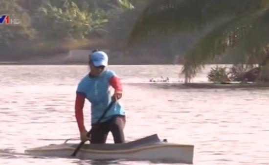Trương Thị Phương miệt mài tập luyện cho giải VĐQG Canoeing