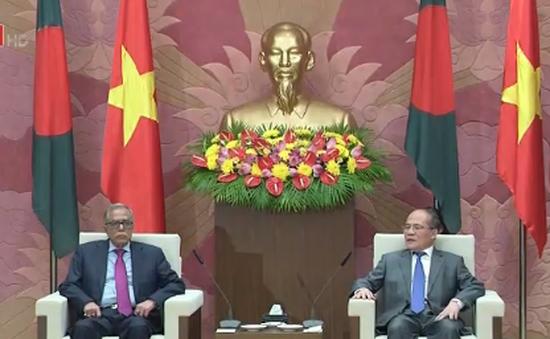 Chủ tịch Quốc hội Nguyễn Sinh Hùng tiếp Tổng thống Bangladesh