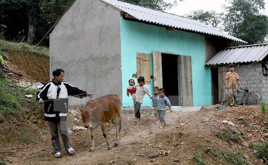 Hỗ trợ hơn 2.900 hộ nghèo miền Trung xây nhà chống bão, lụt