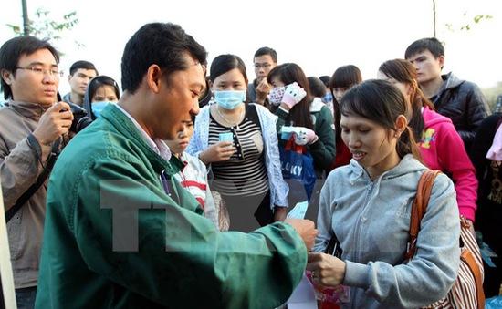 Hơn 1.000 vé xe tặng công nhân nghèo ở Đồng Nai về quê đón Tết