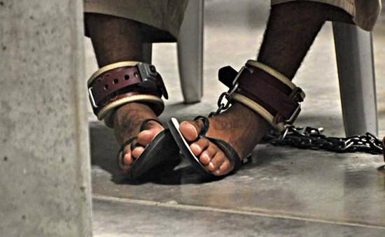 Mỹ phóng thích hàng loạt tù nhân trước hạn