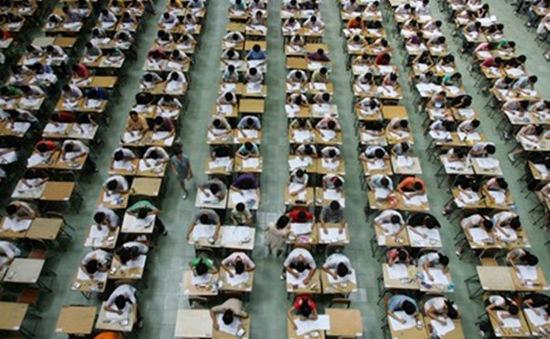 """Áp lực """"ngàn cân"""" cho các học sinh cuối cấp tại một số nước châu Á"""