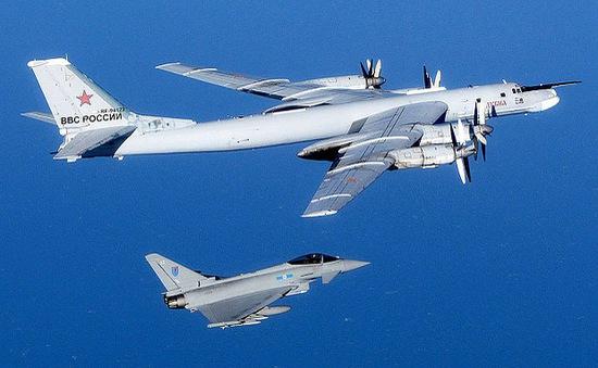 Anh huy động chiến đấu cơ chặn hai máy bay ném bom của Nga