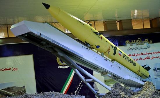 Iran giới thiệu tên lửa đạn đạo có tầm bắn chính xác trong 500km
