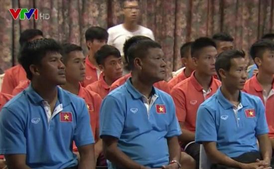 Đại sứ đặc mệnh toàn quyền Việt Nam tại Lào thăm hỏi, động viên ĐT U19