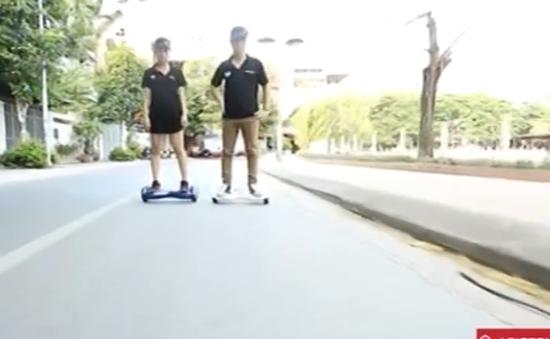 Xe điện hai bánh tự cân bằng khiến giới trẻ mê mẩn