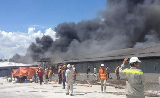 TP.HCM: Hỏa hoạn thiêu rụi nhà máy gỗ rộng 3.000 m2