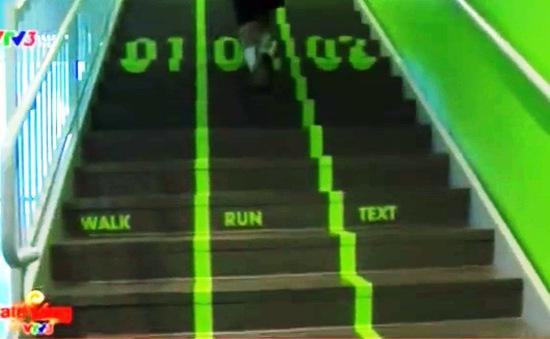 Phân làn giao thông trên... cầu thang