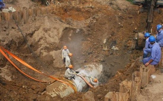 Đường ống nước sông Đà tiếp tục gặp sự cố: Một số quận 2 ngày nữa mới có nước