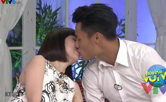 Mạc Hồng Quân hôn bạn gái trên sóng truyền hình