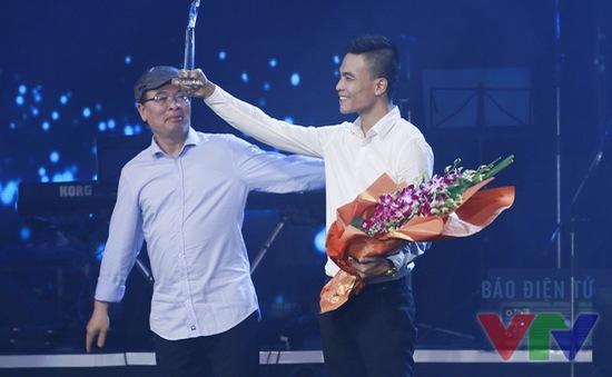 Hoài Lâm vắng mặt khi nhận giải thưởng Bài hát yêu thích
