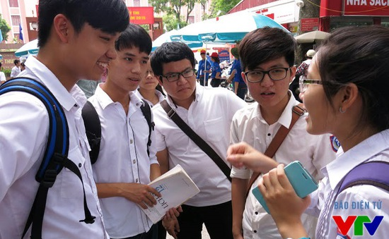 """TP.HCM: Nhiều trường ĐH tung học bổng """"khủng"""" hút thí sinh giỏi"""