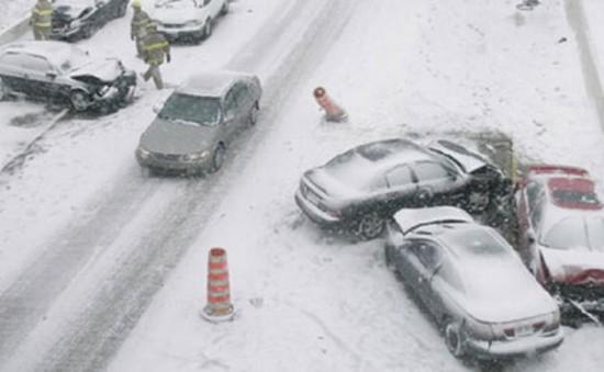 Mỹ: Băng trơn gây ra hàng trăm vụ tai nạn giao thông