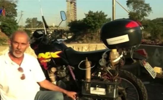 Xe máy chạy bằng… nước lã