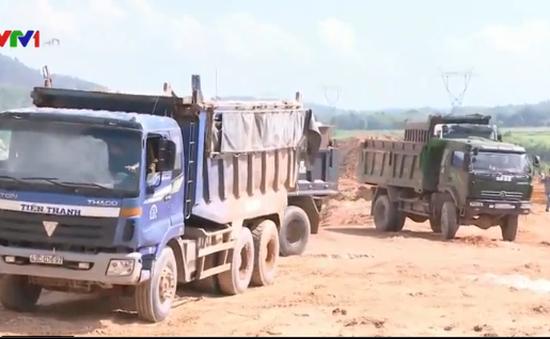 Quảng Nam: Khai thác hàng chục nghìn khối cao lanh trắng đem bán