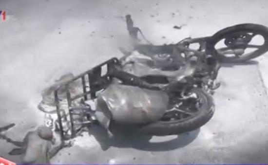 TP.HCM: Xe máy bất ngờ bốc cháy trên đường