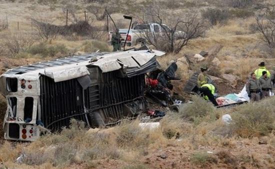 Mỹ: Xe buýt va chạm với tàu hỏa, 10 người thiệt mạng