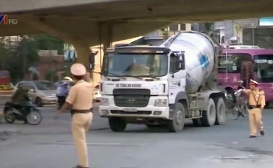 Hà Nội xử phạt xe tải lưu thông trong giờ cao điểm