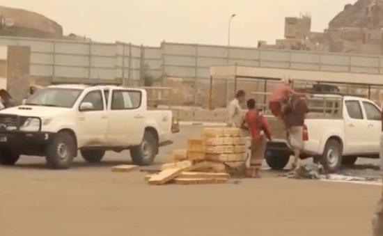 Liên quân Arab thả vũ khí viện trợ cho quân đội Yemen