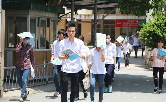 Một số thí sinh đến muộn buổi thi Ngữ văn THPT quốc gia