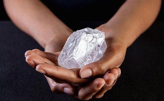 Bán đấu giá viên kim cương thô lớn nhất thế giới