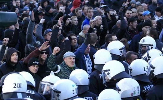 Hàng nghìn người Đức xuống đường phản đối người di cư