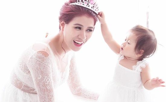 Con gái Trang Trần đáng yêu bên mẹ trong bộ ảnh mừng sinh nhật 1 tuổi