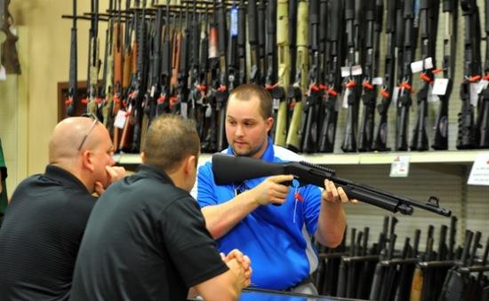 """Doanh nghiệp Mỹ """"nhanh chân"""" trong vấn đề kiểm soát súng đạn"""