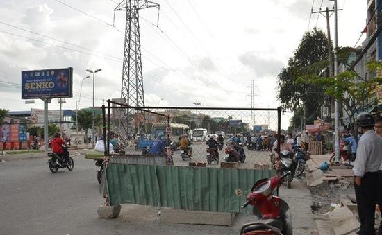 TP.HCM: Chạy đón xe bus, một người đàn ông lọt hố ga tử vong
