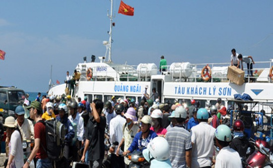 Dừng hoạt động vận tải ra đảo Lý Sơn do biển động