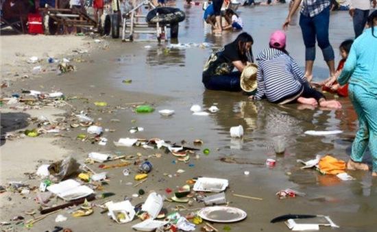 Đà Nẵng chính thức xử phạt hành chính hành vi xả rác ra biển