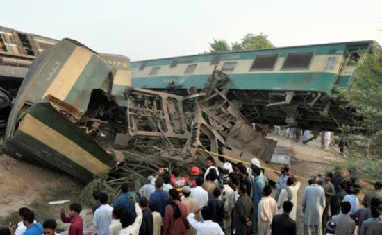 Pakistan: Hai tàu hỏa đâm nhau, 156 người thương vong