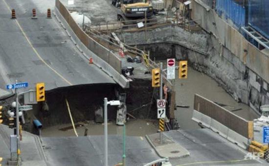 Xuất hiện hố tử thần 30m ở Canada