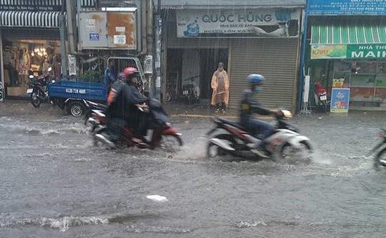 Đồng Nai: Mưa lớn tại Biên Hòa, nhiều tuyến đường ngập nặng