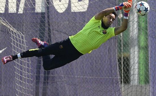 Thêm 1 cầu thủ Barca dính nghi án trốn thuế