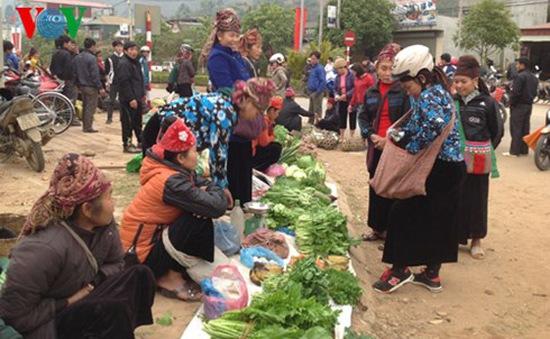 Ngày xuân đi chợ phiên Huổi Cuổi