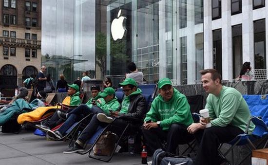 """iPhone SE """"ế"""" nặng trong ngày mở bán"""