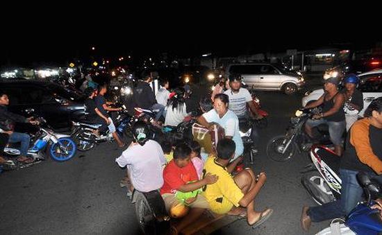 Indonesia: Người dân ùn ùn sơ tán tránh dư chấn động đất